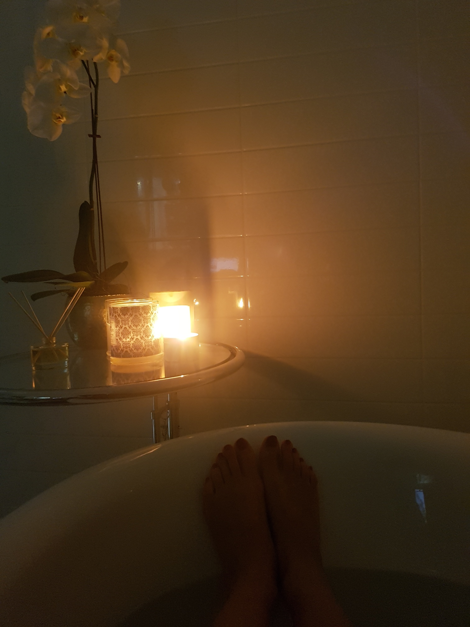 Relaxing Bath 2 hours before bed